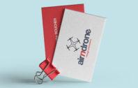 cartes de visistine attachées avec pince papier